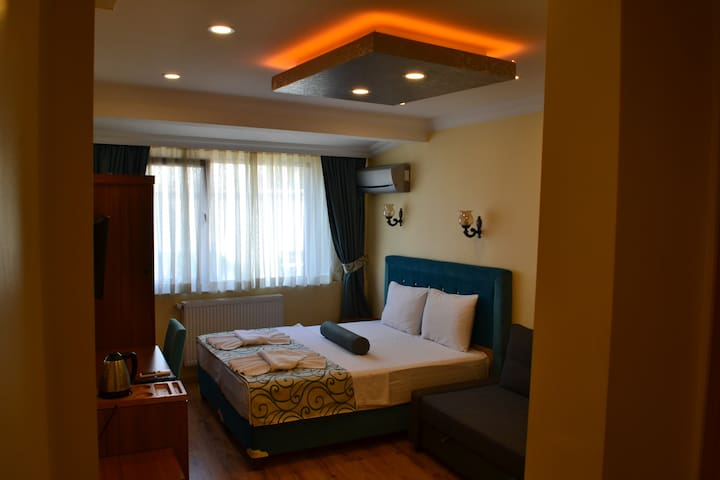 Spacious suite with bathroom close to Blue Mosque
