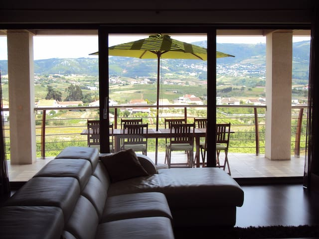 Sunhill Lodge  with spectacular views - Lamas