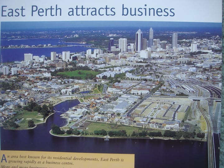 Perth home with view on the SwanRiver and park