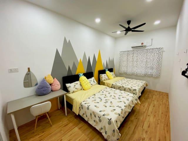 Room 1 - 2 Queen Beds