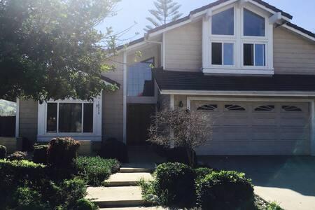 洛杉矶美丽的罗兰岗半山高级别墅单间雅房日租(余两间),犹如居住在森林 - Rowland Heights - Villa