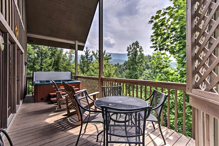 Smoky Mountain Escape w/ Deck: 11 Mi to Gatlinburg