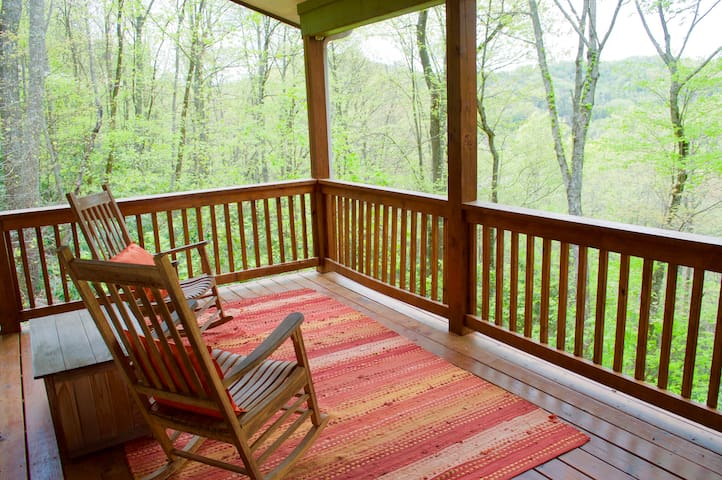 Quiet Cottage in the Woods - Swannanoa - Huis