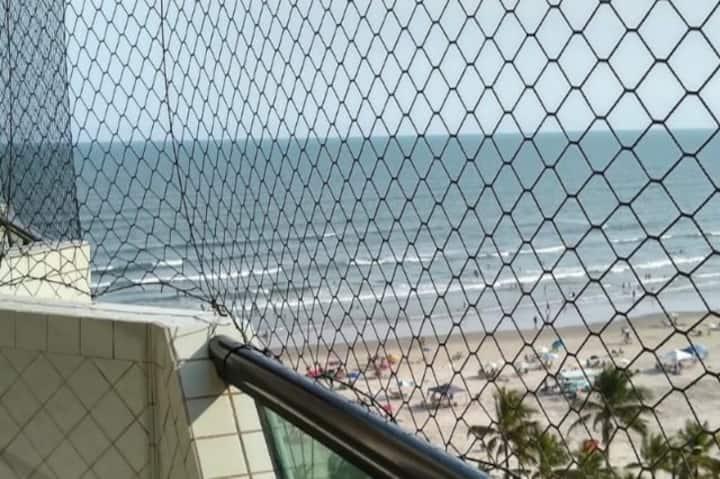 Apto de frente para praia, durma c o som do mar.