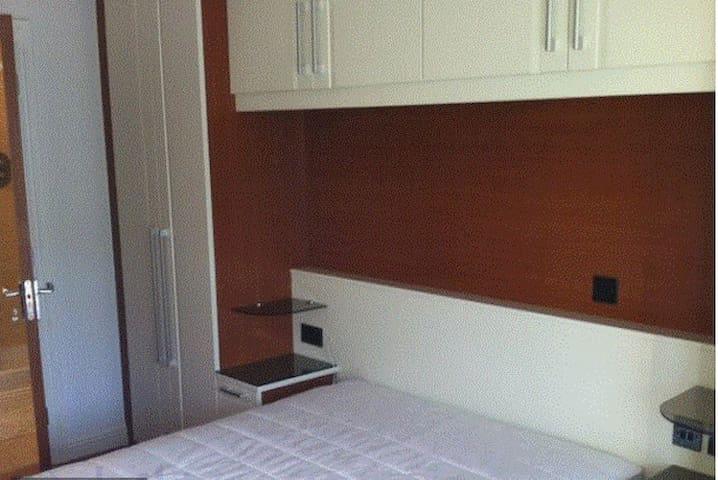 Lovely Double Room with Private Bathroom - Dublin - Apartamento