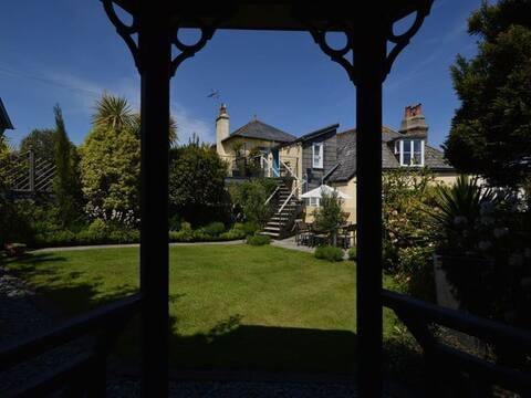 Three Views, Dartmouth