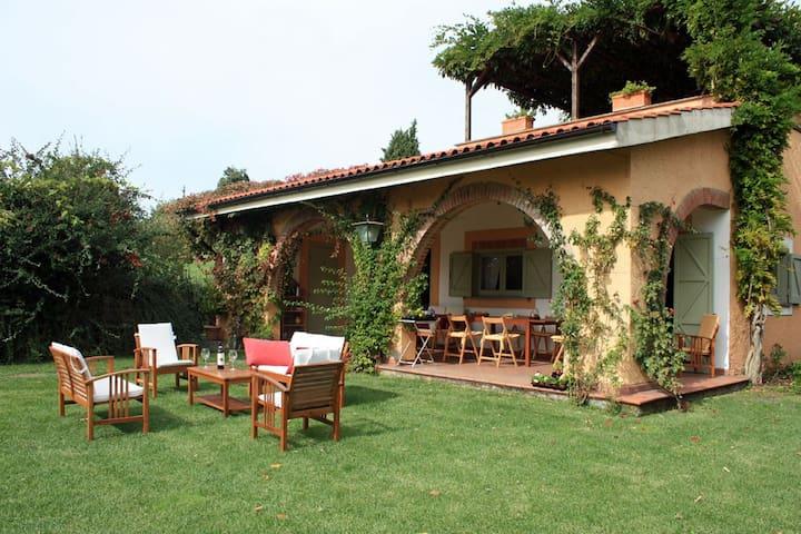Oleandro - in Vigna Luisa Resort, vicino a Roma