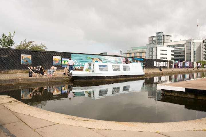 Why don't have breakfast from the floating Cafe' of the Union Canal? (5min walk)