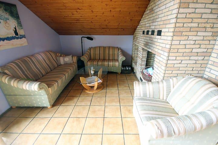 Großzügige Ferienwohnung mit Sauna und Garten