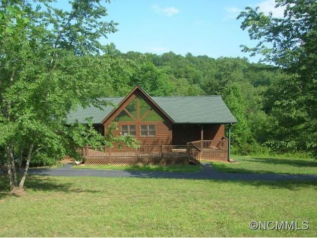 Open, sun-filled home near Tryon Equestrian Center - Rutherfordton - Maison