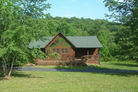 Open, sun-filled home near Tryon Equestrian Center - Rutherfordton