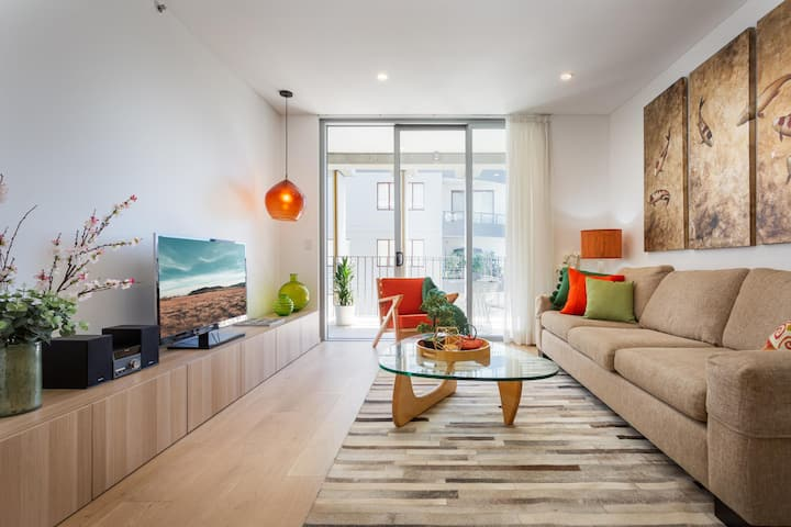 Chic Contemporary Unit Close to City and Oxford St