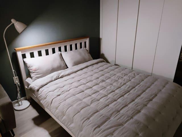 퀸 사이즈 침대