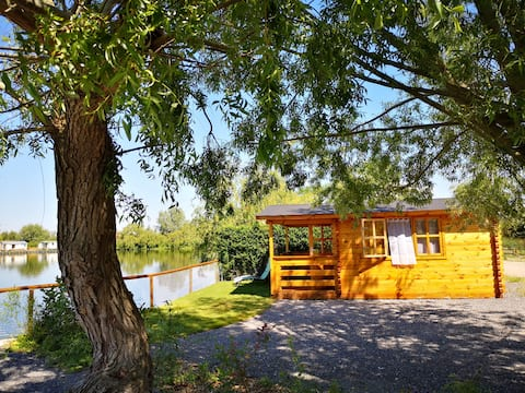 Sonniges gemütliches Ferienhaus am See