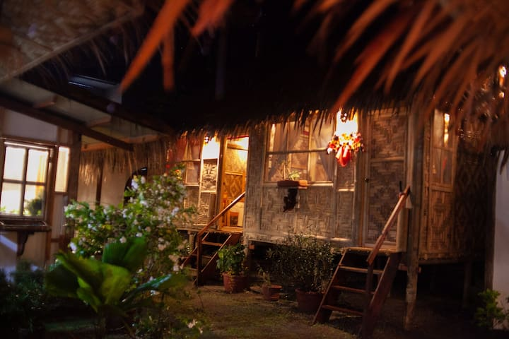 ( DATU ROOM) Eiffelkubo Restaurant and Homestay