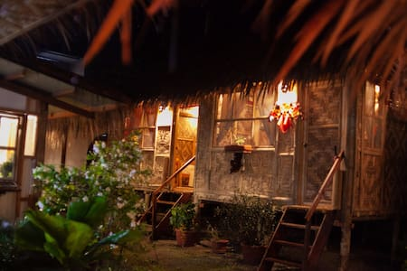 ( DATU ROOM) Eiffelkubo Restaurant and Homestay