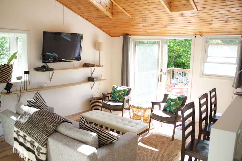 Great Room living room, with Wifi & cable TV including HBO. Patio door to the back deck.