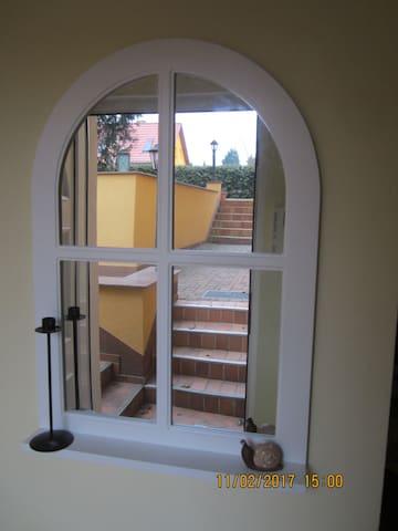 Sehr ruhige Souterrain-Wohnung im Grünen - Hohen Neuendorf