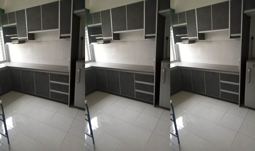 Room for Male @ Taman Salak Perdana, Sepang