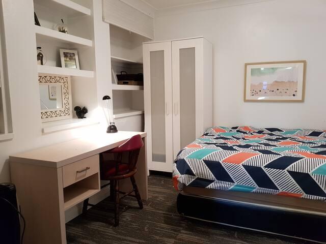 Lovely bedroom in the heart of Balmain