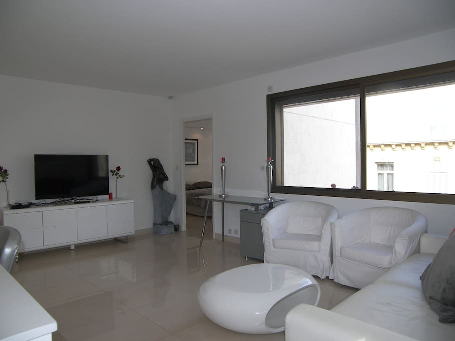Lounge with flat-screen TV