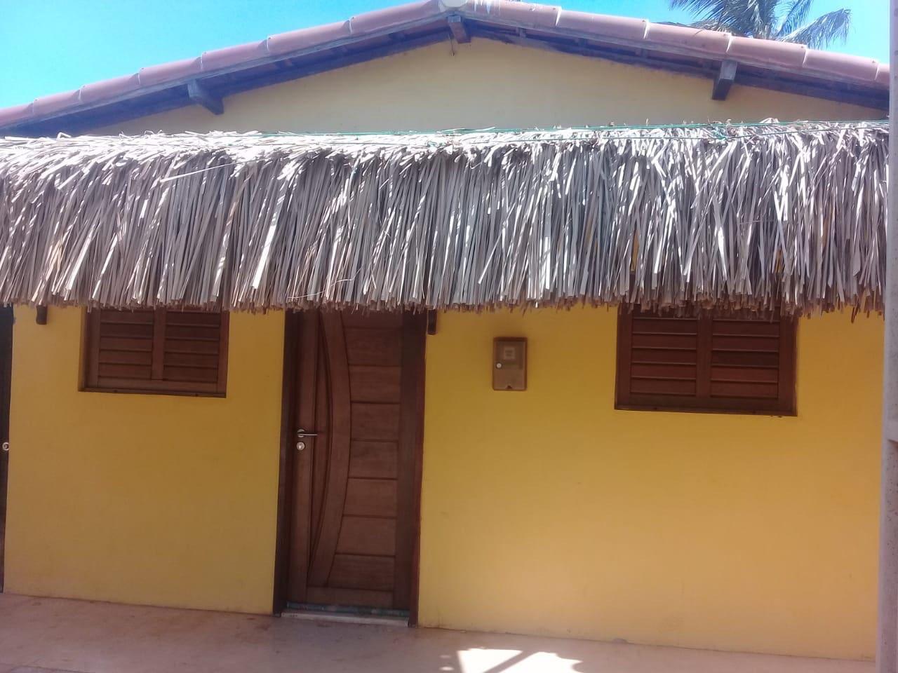 Uma casinha original por fora e toda confortável por dentro bem na vila dos pescadores! Toda charmosinha!