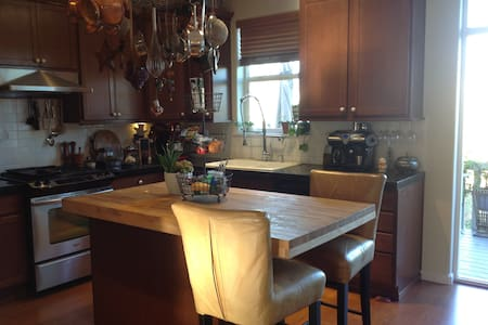 Spacious, Chefs kitchen, sunny deck - Tigard - Townhouse
