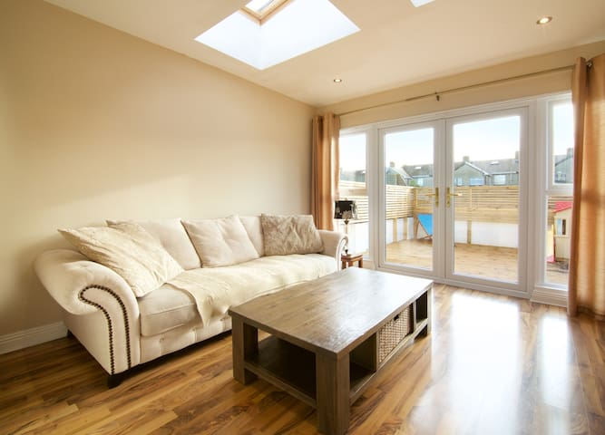 Cosy Double, Private Bathroom & Living Room - Clontarf