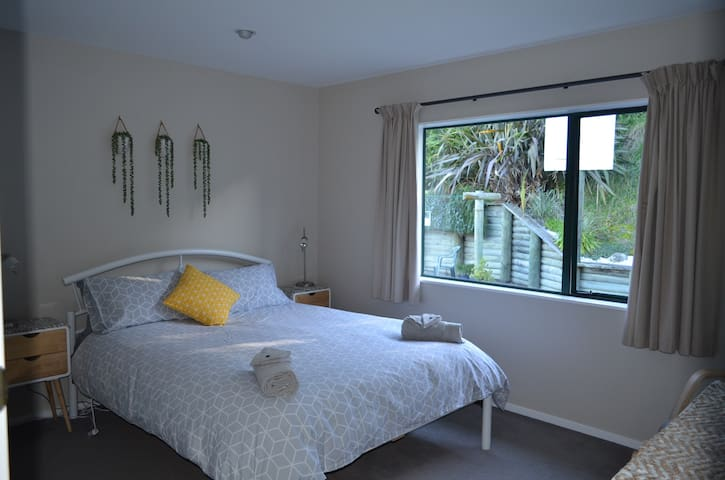 Light, Bright modern bedroom, Queen size bed with comfortable topper , electric fan to keep the room cool on the hot summer evenings. Block out curtains ensuring a good nights sleep.