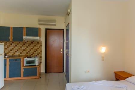Helen Apartments - Apartament