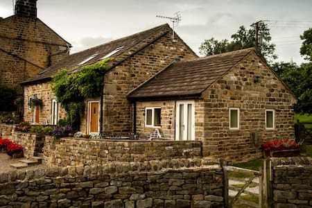 Rossmoor Cottage at Bogridge Farm Cottages