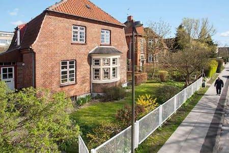 Modernised villa 10 min from Copenhagen centre - コペンハーゲン - 別荘