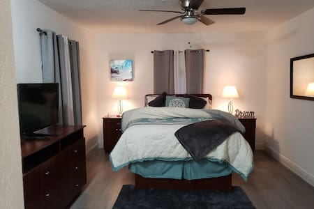 Cozy studio-private entrance  HOLLYWOOD BEACH, FL
