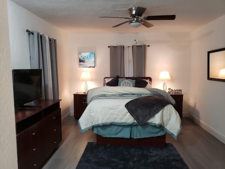 Cozy studio-private entrance  Hollywood Beach, FL