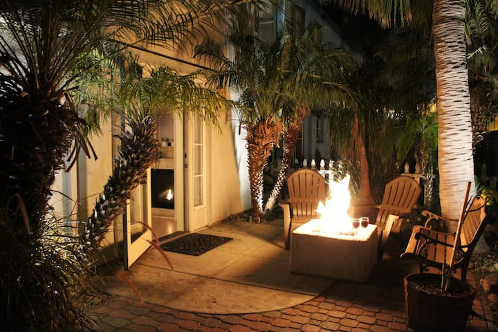 Beach Getaway ♥Romantic Patio& Fire ☝Remote Office