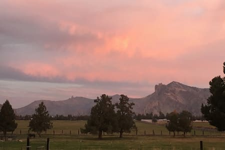 Smith Rock View Farm Stay in Quiet Country Setting