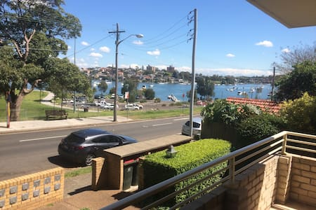Room with balcony in a water view apartment - Drummoyne - Apartemen