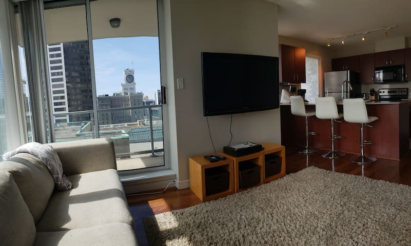 Central EXECUTIVE  Luxury Suite with Views & patio