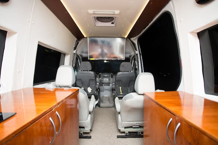 Mercedes benz sprinter luxury rv seattle campers rvs for for Mercedes benz sprinter rental