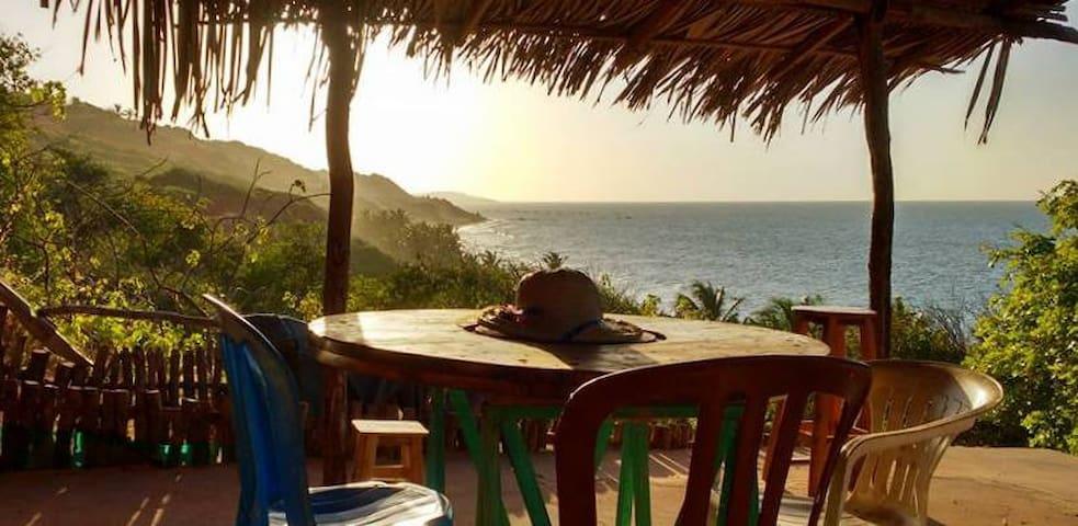 Casinha na Praia de Picos, vizinho a Peroba - CE