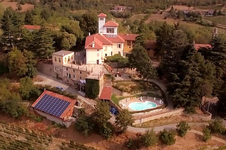 Rustic Mansion in Ovada with Swimming Pool