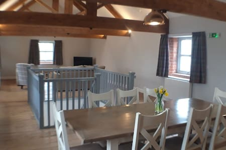Incredible large 3 bed converted barn with hot tub
