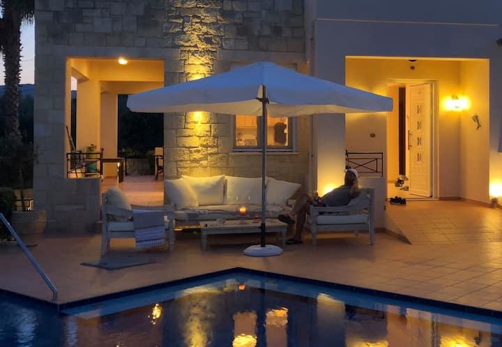 Villa with pool and ocean wiews Kolimbari, Chania.