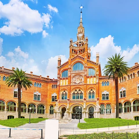 Sant Pau Hospital entrance: It embraced patients