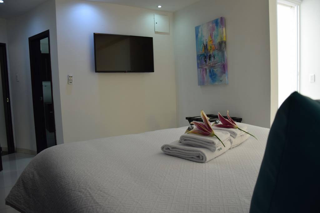 Amplia,  e iluminada habitación para dos personas.