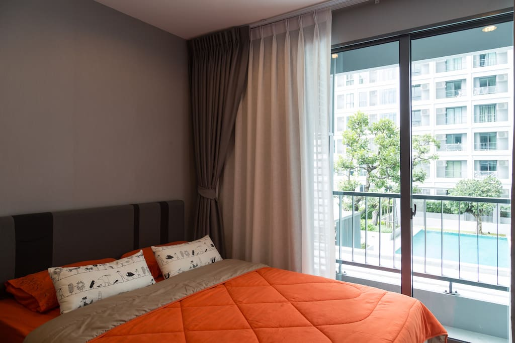 Cozy room with pool view with 30MG speed internet. Room on 7th fl. Swimming pool, fitness, party room with pool table and laundry is on 6th fl.  You can use wifi on 6th fl. too.