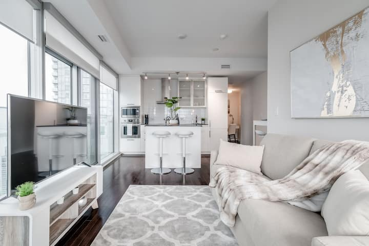 2BR 1.5BA Suite + Parking + Stunning city views!