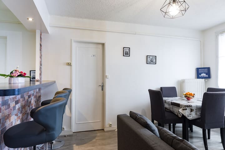 Lumineux appart(2 chambres) balcon, parking,TOURS
