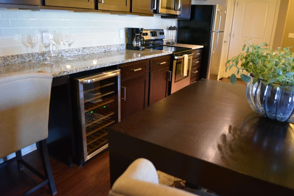 Eat-in kitchen, wine cooler
