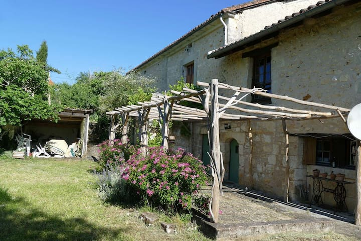The charm of an old farmhouse in Perigord Vert